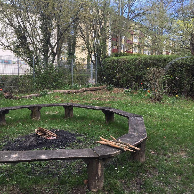 Lecker Stockbrot am Lagerfeuer . graeselcityteens