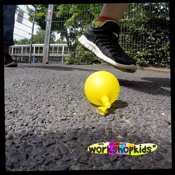 Wasserballonplatzer . GraeselCityKids . workshopkids*