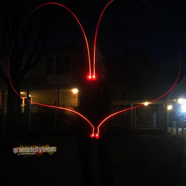 Valentinstag Lichtherzen . Lichtmalen mit Taschenlampen zum Valentinstag . 11. Februar 2020 . graeselcityteens . Stadtteilzentrum Gräselberg . Wiesbaden